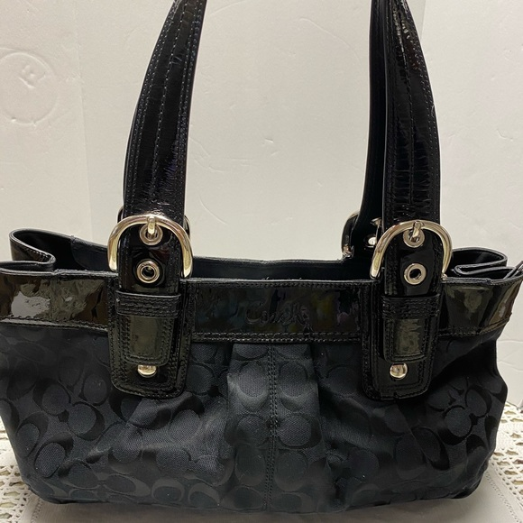 Coach Handbags - Coach Handbag Signature Shoulder Tote